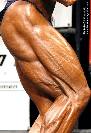 Female bodybuilders muscles strain against chains 8